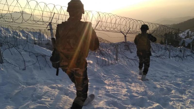 Salute: Indian Army spends New Year Eve guarding LoC in -20 degree temperature. Pics Inside