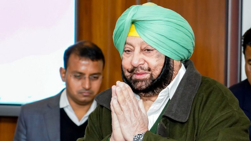 Capt Amarinder Fulfils His Govt's Promise to Give Smart Phones to All Class XII Govt School Students