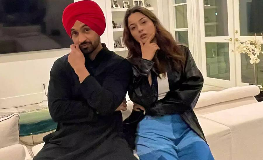 Its wrap up of Honsla Rakh: Diljit Dosanjh shares picture with Bigg Boss fame co-star Shehnaaz Gill