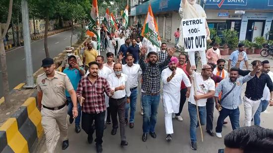 Youth Congress workers protest rising fuel prices, burn PM Modi's effigy in Jalandhar