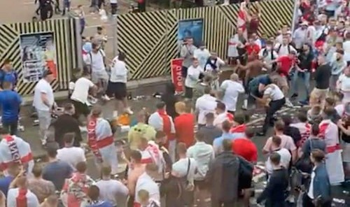 VIRAL Video: English Fans Attack Italians at Wembley Stadium during EURO 2020 final; Racially Abuse, Insult Italian Flag