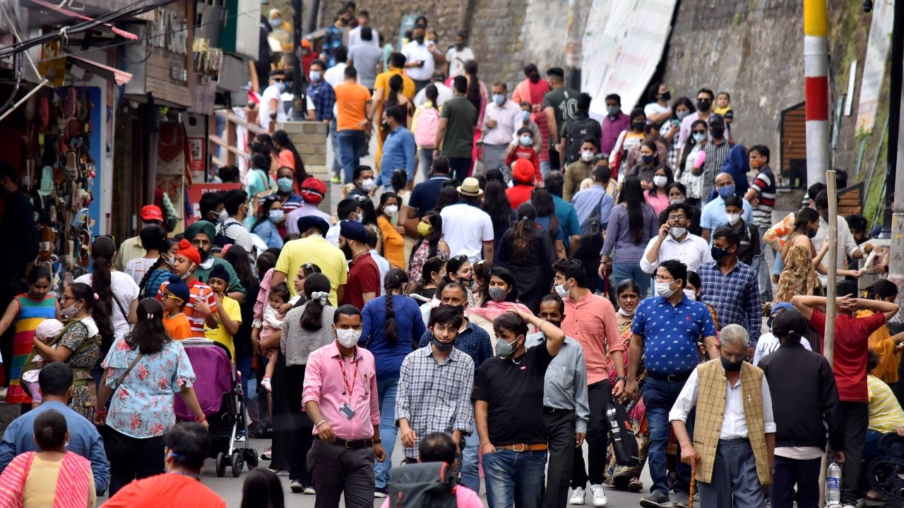 PM's plea goes unheard as tourists again seen crowding, flouting covid norms at Shimla, Chandigarh