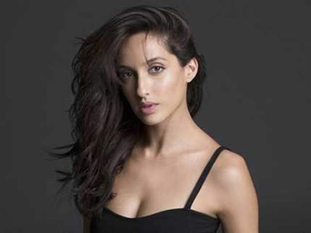Hottie Nora Fatehi steals the show in blue leather dress worth Rs 23K, check photos & video