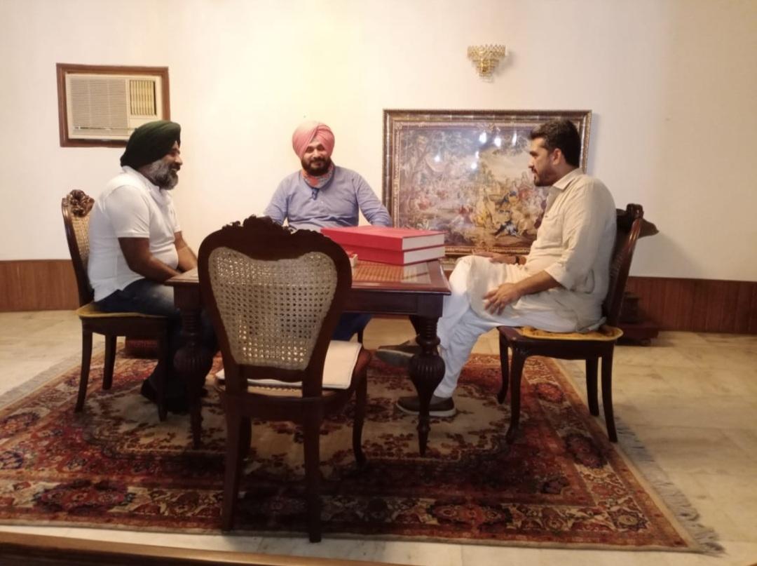 Punjab Congress Crisis: Navjot Sidhu reaches Jalandhar to meet MLA Bawa Henry
