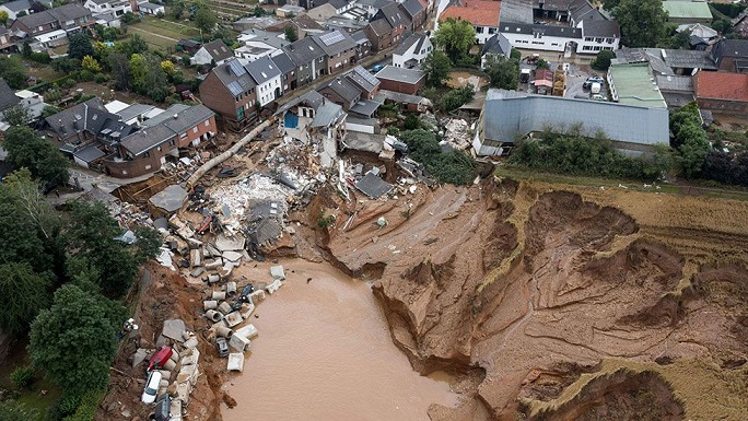 """Heavy flood havoc in Germany; Merkel called the floods """"terrifying"""" and pledged short-term relief to the victims"""