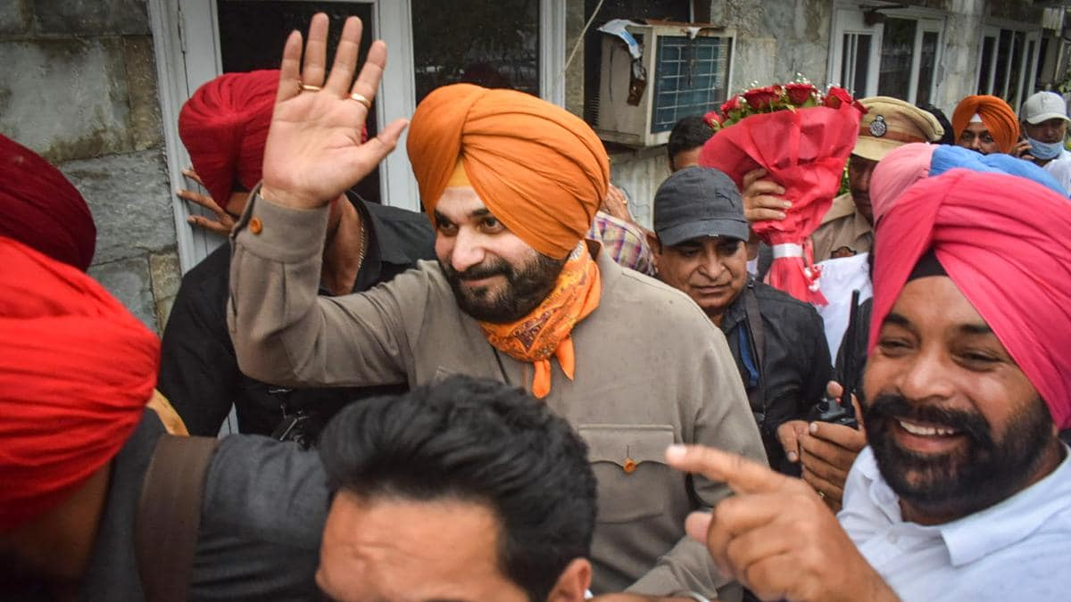 Sidhu's first trial as Party President, party high command directs protest at Raj Bhawan tomorrow