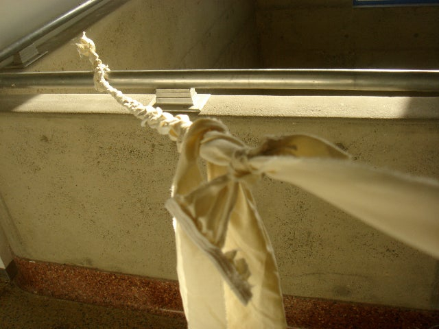 Using a bedsheet, a man flees from Australian Covid quarantine