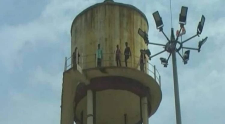 Unemployed 10 youth climbs atop water tank in Amritsar to protest against not getting a job