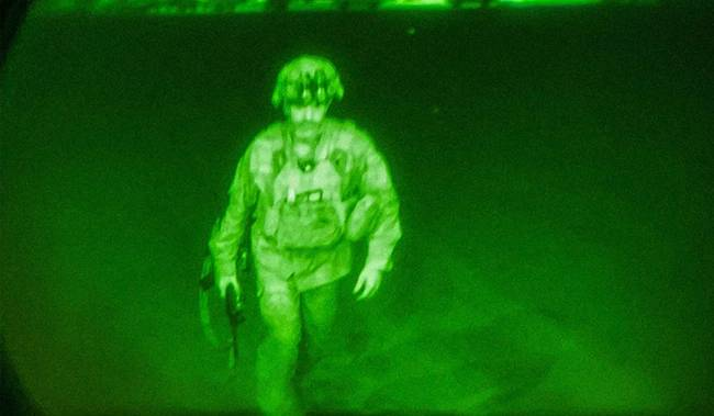 Last US Soldier Gen Chris Donahue's haunting image of leaving Afghanistan surfaces, Know who he is?