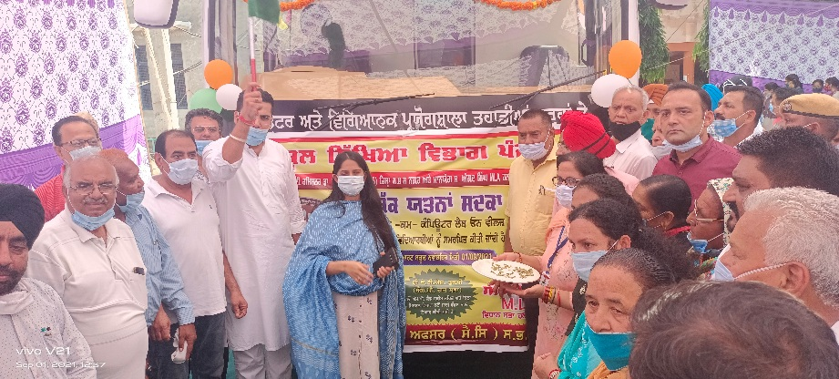 DC, MLA dedicate a first-of-its-kind 'Lab On Wheels' to students of Nawanshahr