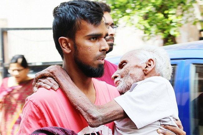 FirstStoryPositive: Meet 26-year-old, who rescues and shelters homeless in Hyderabad