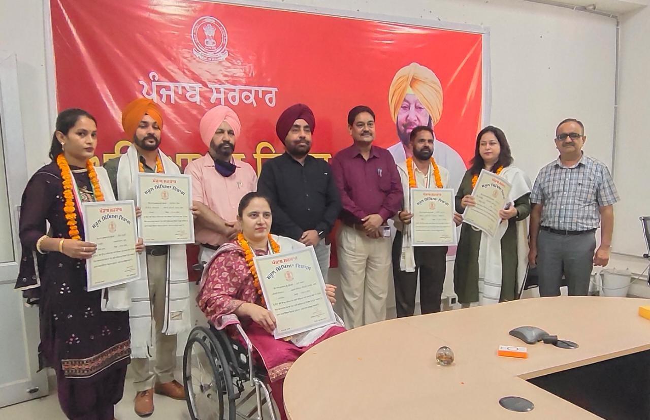 Five teachers from Nawanshahr receive State Award on Teachers Day