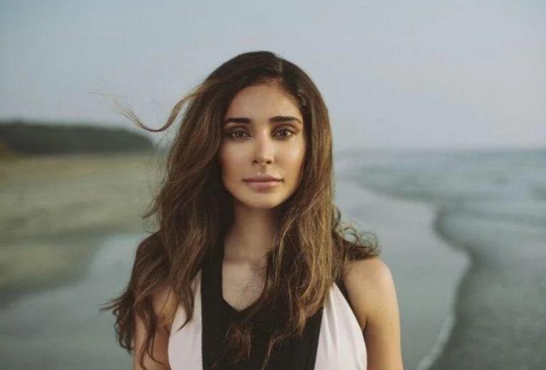 Love Per Square Foot Actress Alankrita Sahai held hostage, robbed Rs 6.5 lakh