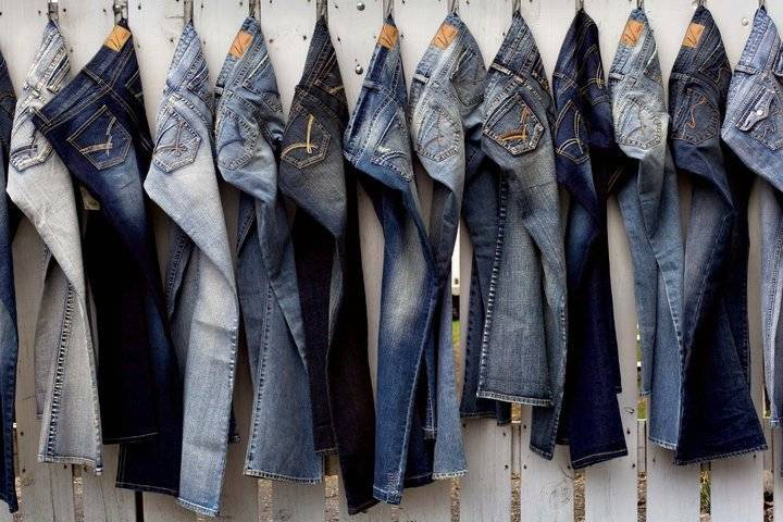 A DM in Uttarakhand's prohibits employees from wearing jeans and t-shirts during meetings