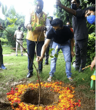 BJP MP Gautam Gambhir takes part in Green India Challenge