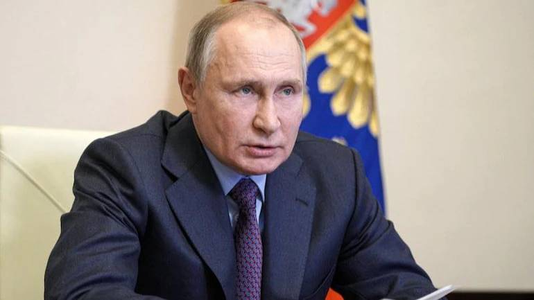 Vladimir Putin self-isolate's after Covid cases detected in entourage