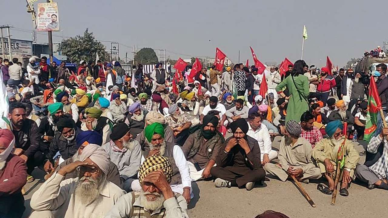 Key routes to Punjab diverted as protesting farmers block roads, rail tracks; Check latest traffic updates
