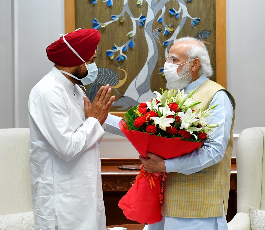 Punjab CM urges PM Modi to resolve farm crisis, reopen Kartarpur Corridor
