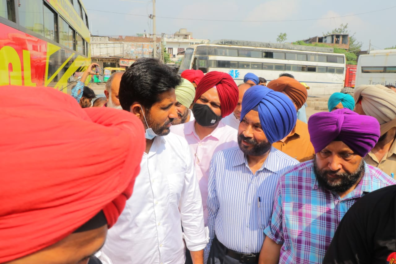 Transport Minister conducts crackdown on illegal tourist buses in Ludhiana, 40 impounded