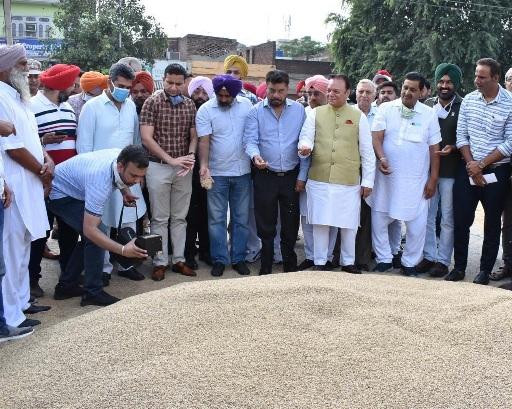 Cabinet Minister Pargat Singh kickstarts paddy procurement in Jalandhar