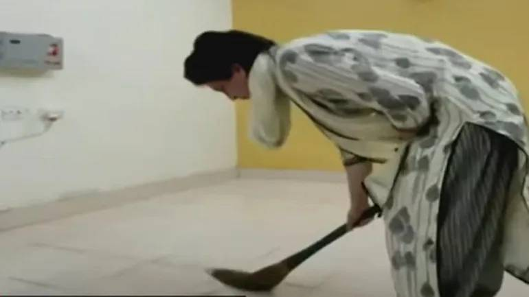 Watch: Priyanka Gandhi sweeping floor of guest house where UP cops detained her