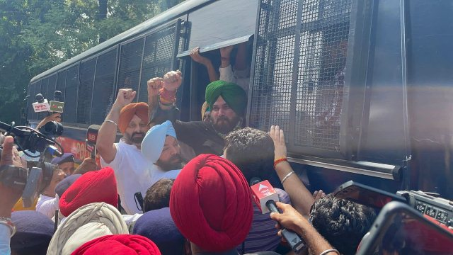 Navjot Sidhu among other Congress leaders detained in Chandigarh for protesting against Lakhimpur violence