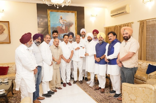 Punjab CM submits memorandum on vital farmers issue to Governor for forwarding same to PM