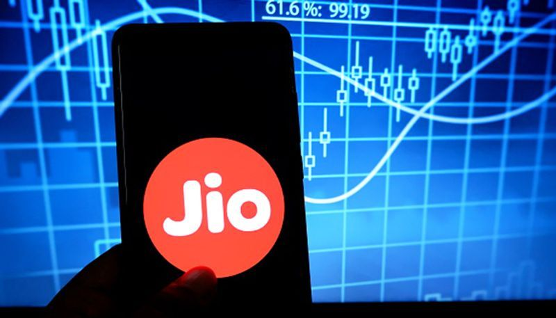 After Facebook, Reliance Jio network goes down; Netizens pack Twitter with complaints