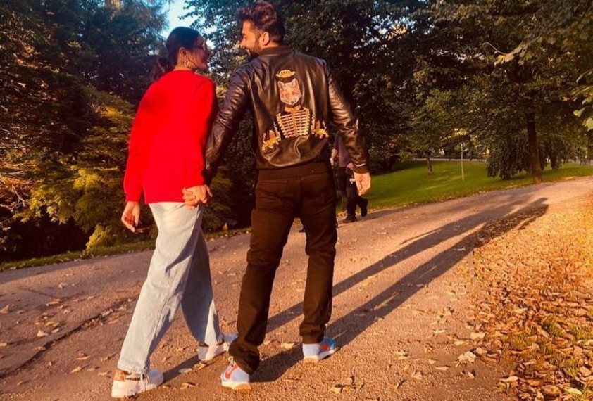 Rakul Preet Singh, Jackky Bhagnani make their relationship official, drop a loved-up pic