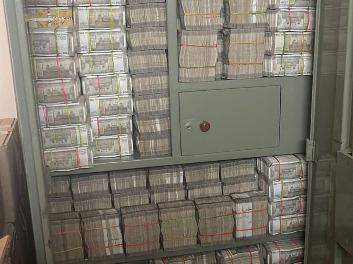 IT officials discover cupboard full of cash during raid in Hyd; netizens intrigued to wonder 'where do they keep clothes'