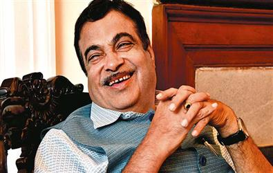 Nitin Gadkari: Government not courageous enough to make decisions, money is not a problem