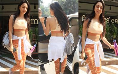 Kiara Advani spotted outside gym in sports bra and yoga pants. Pics Inside