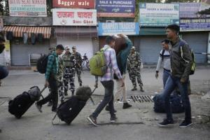 migrant workers leave kashmir valley